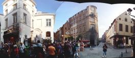 The crowd around Mannequin Pis